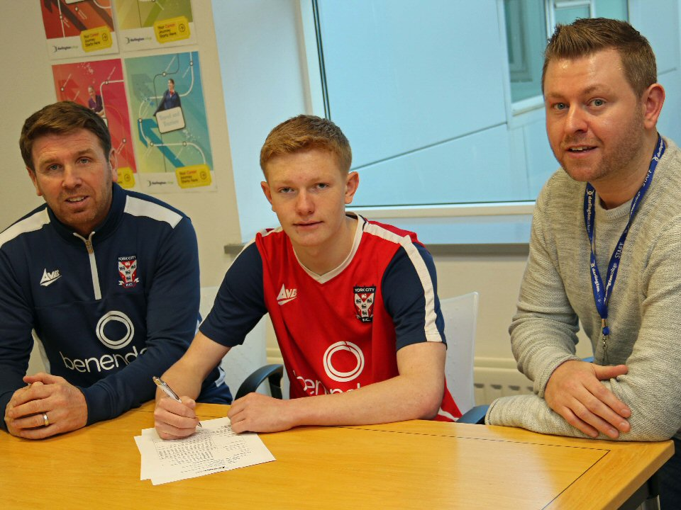 Darlington College football student signs pro contract