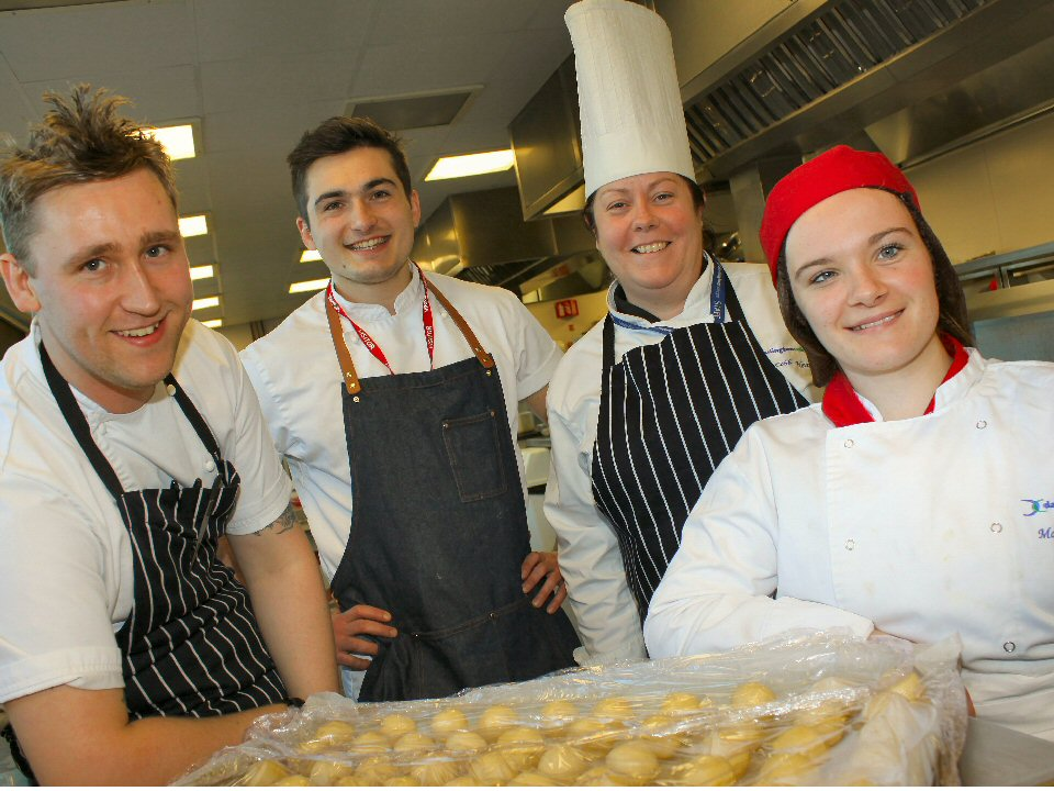 Darlington College welcomes back top chef